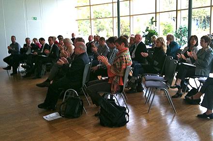 Interessierte Zuhörer bei den Vorträgen